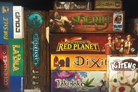 board_game_shelf_analog_card_games_01