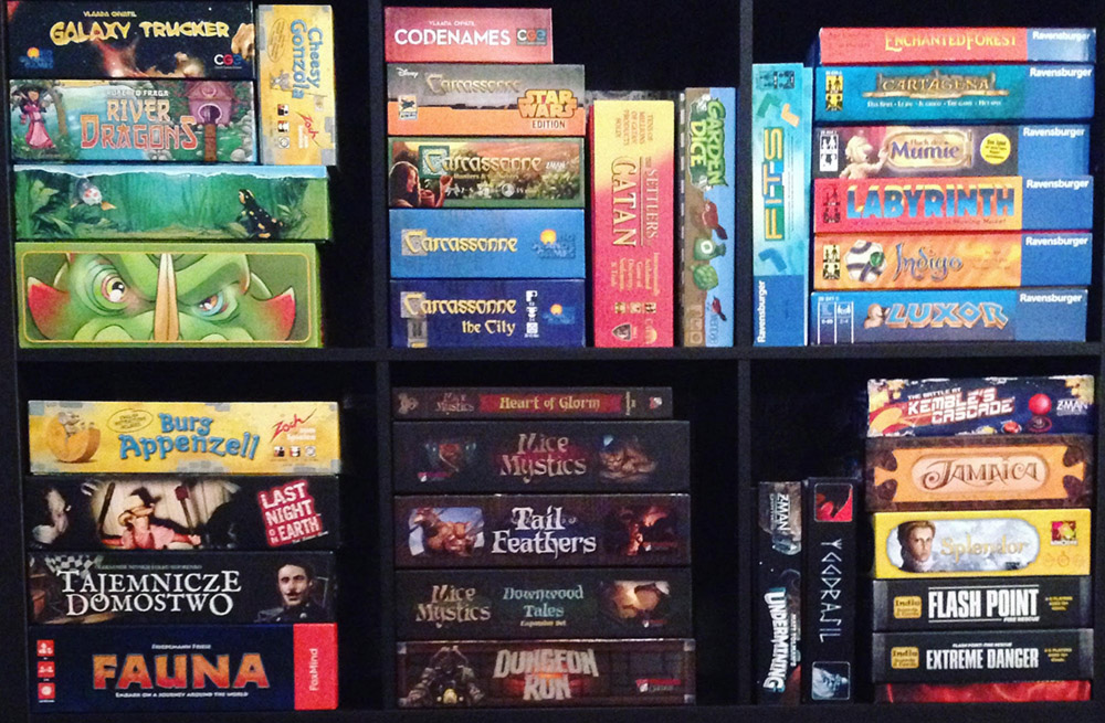 board_game_card_shelf_analog_games_01