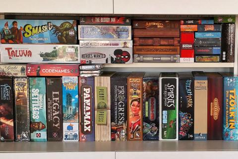 board_game_shelf_card_games_analog_games_01