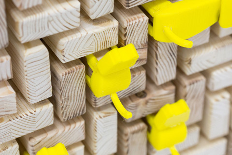 wooden_guessing_board_game_analog_games_06