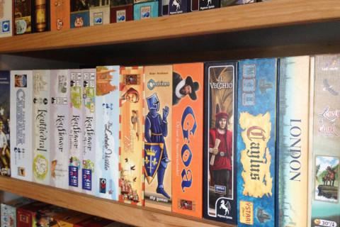 boxes_board_game_shelf_shelves_card_analoggames_analog_games_077