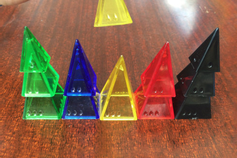 ' ' from the web at 'http://www.analoggames.com/wp-content/uploads/2016/04/pyramid_arcade_andy_looney_labs_fluxx_board_card_game_analoggames_analog_games_03-480x320.jpg'