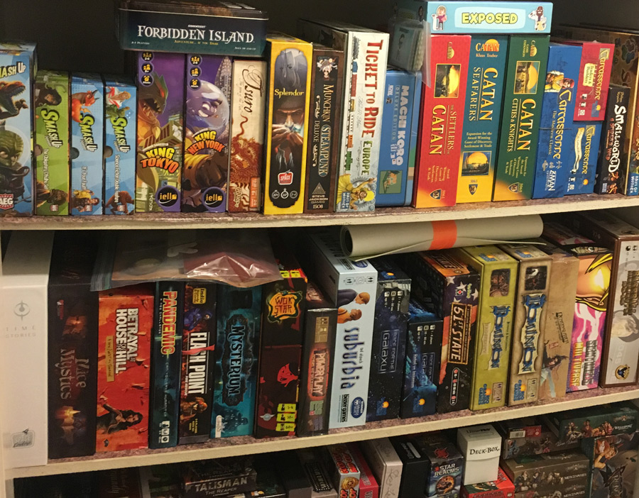 board_game_shelf_analog_games_01