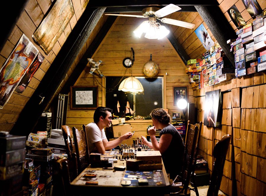 cabin_a-frame_house_shelf_shelves_gaming_board_card_dice_game_tabletop_life_living_analog_games_01