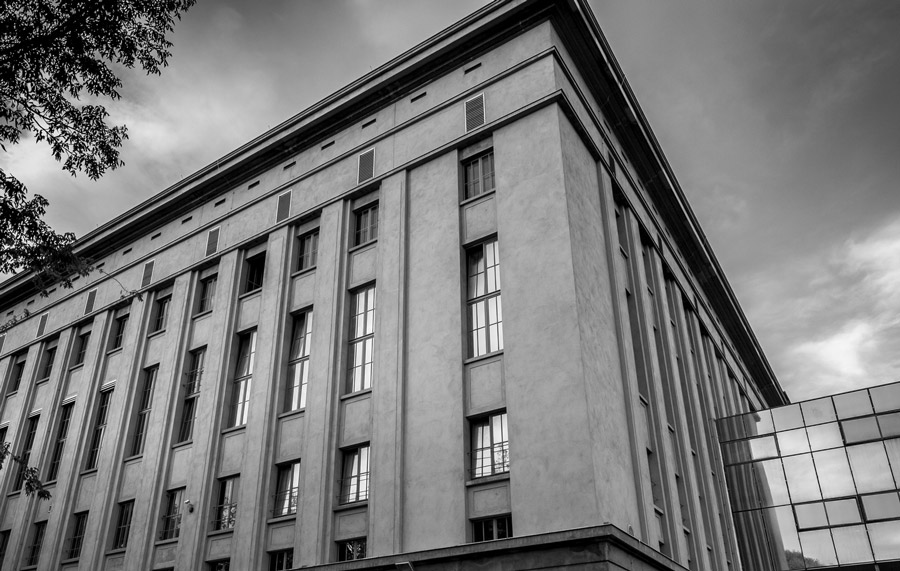how to get into berghain game